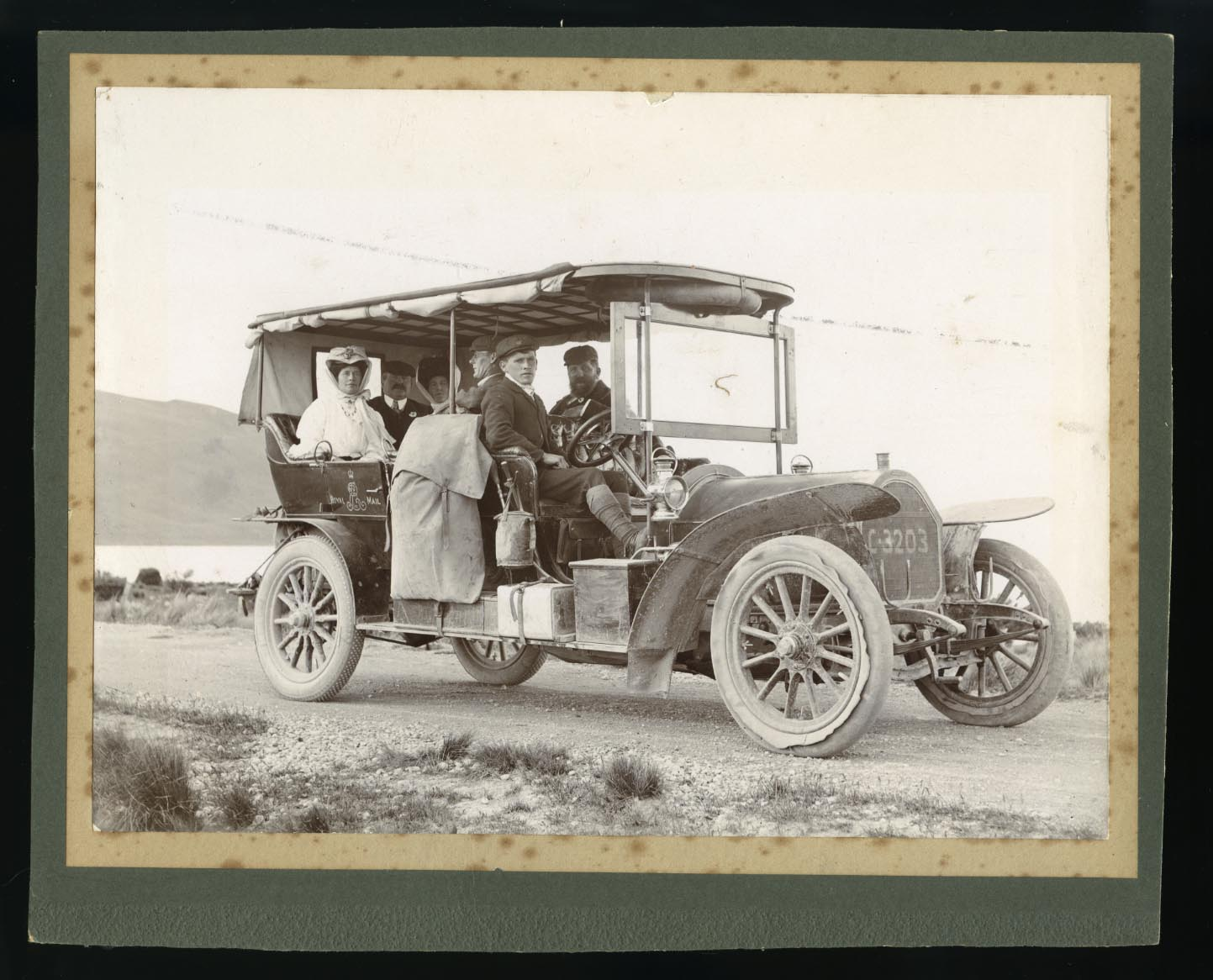 Mount Cook Car Company tourist party, circa 1910
